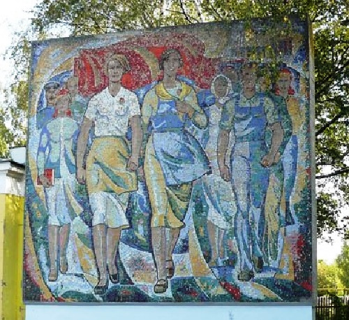 Mosaic stele 'Marching ahead' (dedicated to weavers Vinogradov, 1973) author S.Tumakov. Vichuga, Ivanovo Oblast