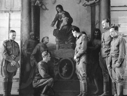 "A group of Soviet art experts next to the painting ""Madonna with St. Francis"" by Antonio Allegri Correggio, in Pillnitz Palace"