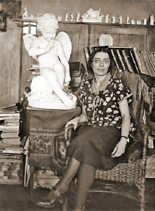 In the workshop. Soviet sculptor-ceramist Natalya Danko (1892-1942)