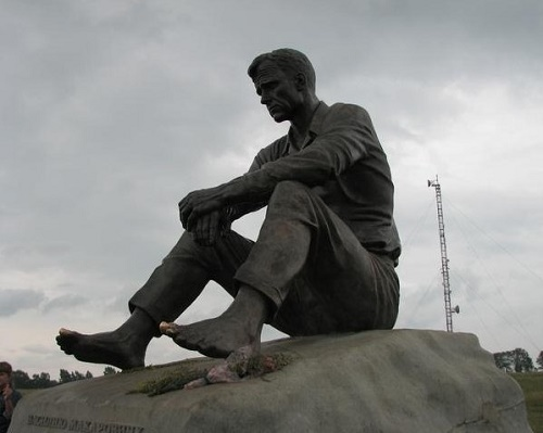 The bronze monument to Vasily Shukshin, 1975. Altai region