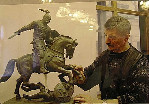 Vyacheslav Klykov with the original design of the monument to Svyatoslav the Brave