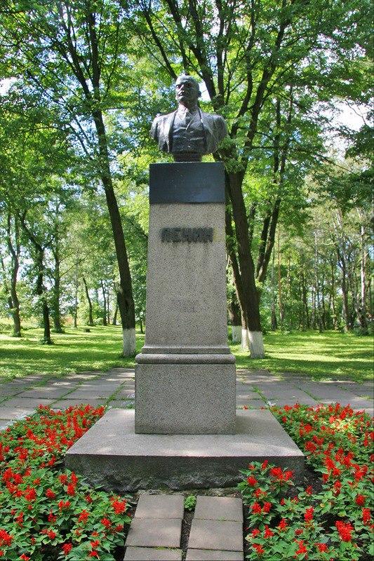 Soviet Russian sculptor Vladimir Sychev