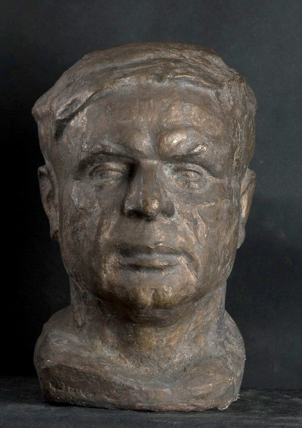 Soviet artist Boris Vagin. Work by sculptor S.N. Samylov. 1980s. Bronze