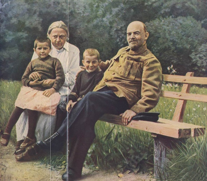 Krupskaya and Lenin in Gorki