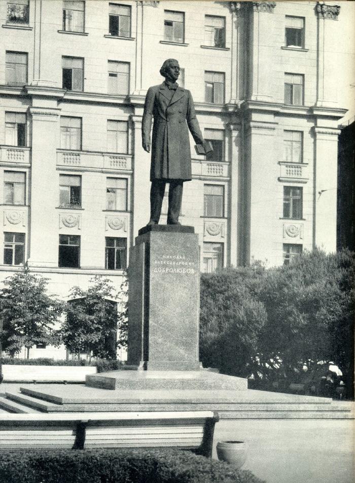 Leningrad monument to Dobrolyubov. Bronze, granite. 1959