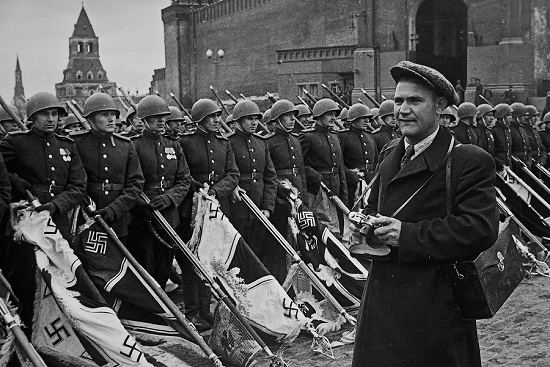 Moscow, Victory Parade. Soviet photographer Evgeny Khaldei on the shooting June 24, 1945
