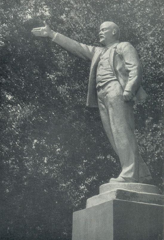 Calling leader. 1924