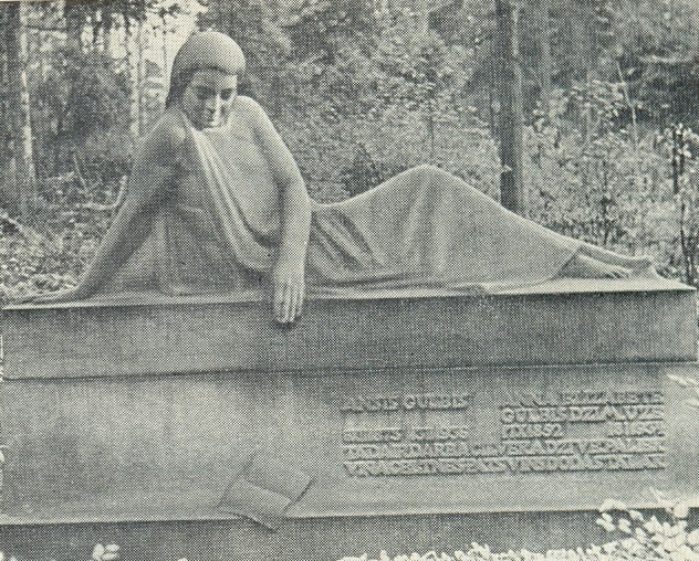 The tomb of the Latvian sculptor A. Gulbis. 1939. Granite. Forest cemetery in Riga