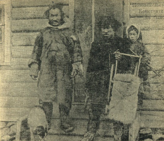 Tyko with father (left) and a younger brother (right)