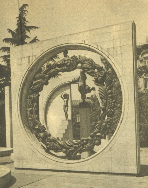 E. Amashukeli. I. Bastanashvili. Monument of Glory to labor. Kutaisi. 1980. Bronze, marble