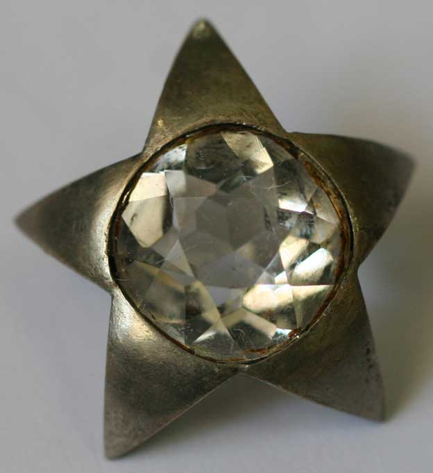 Star with a diamond for the capital cities