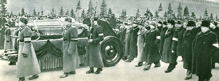 The funeral motorcade sent to the Mausoleum