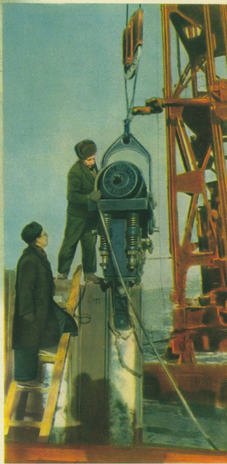 The new machine for immersing reinforced concrete pipes into soils. Leningrad All-Union Scientific Research Institute of Hydraulic Engineering and Sanitary and Technical Work Photo B. Utkin