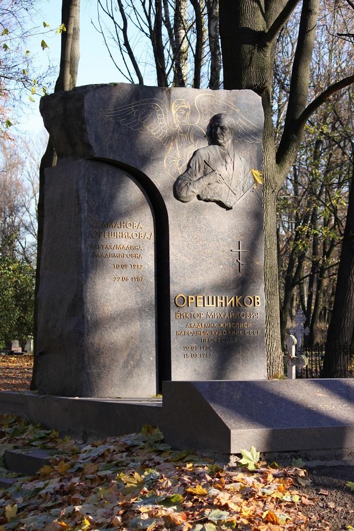 Grave monument of Viktor Oreshnikov. Volkovo cemetery in St. Petersburg. Sculptor A.S. Charkin. 2007