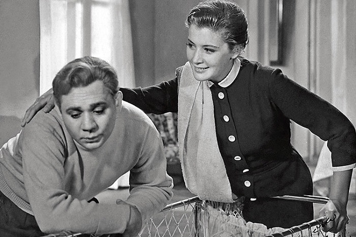 Evgeny Leonov and Kyunna Ignatova in 'The Tale of the newlyweds' (1959)