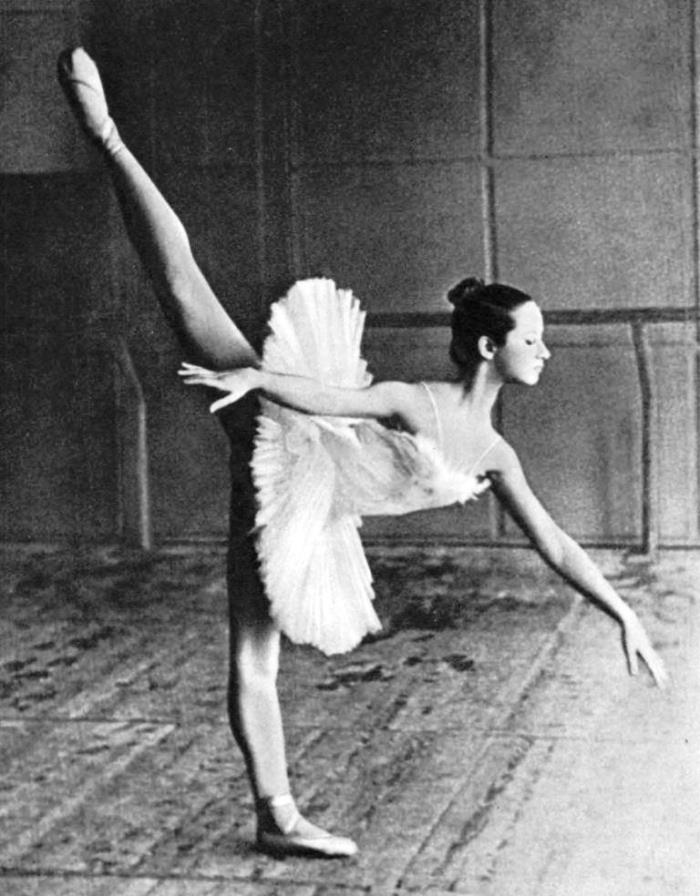 The first arabesque made by a student of the VI class of the Kiev School Tanya Borovik. Teacher G. Kirillov