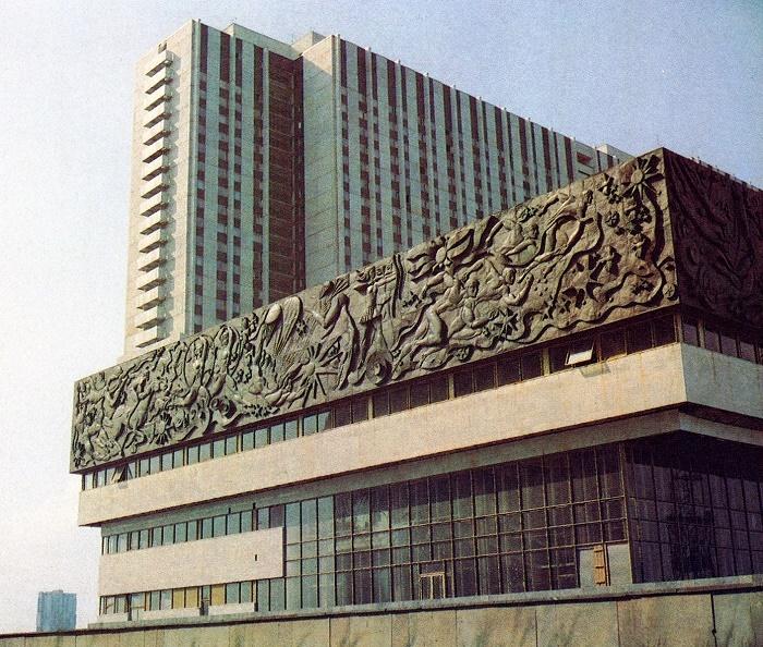 Z. Tsereteli. Bas-relief on the building of the hotel complex in Izmailovo 1979-1980. Fragment