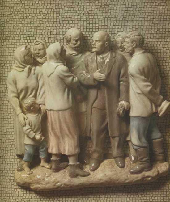 Soviet Russian sculptor Alexey Sotnikov. Lenin among peasants. 1957