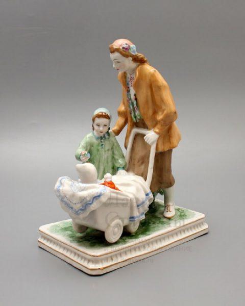 Dulevo porcelain factory. Antique figurine of the 50s, Dulevo